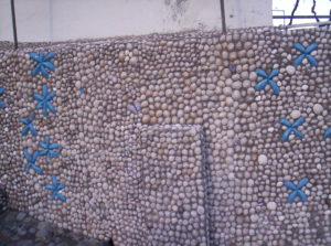 Pared de conchas en Afur