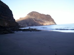 Roque de Antequera desde la Playa de Zápata